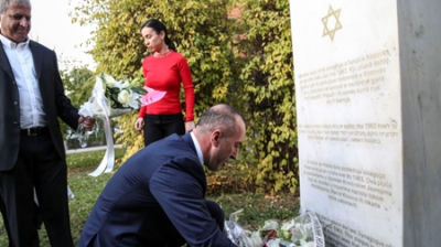 Prime Minister of the Republic of Kosovo placed flowers on memorial for Jews who perished during the Holocaust